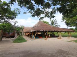 Layar Beach Bungalow, hotel near Bangko Bangko Beach, Gili Layar