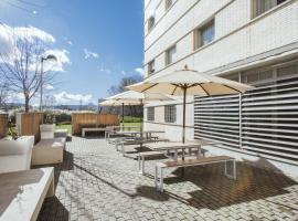 Residencia Universitaria Los Abedules, hotel in Pamplona