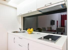 Studio Apartman REA, luxury hotel in Trogir