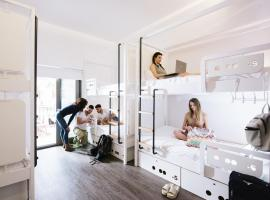 Cocoon City Hostel, hotel in Chania
