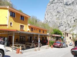 Hotel Garganta del Cares, hotel near Cares Trail, Poncebos