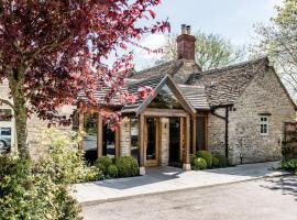 The Crown of Crucis Country Inn and Hotel, hotel in Cirencester