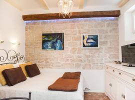Apartments Laurus, room in Šibenik