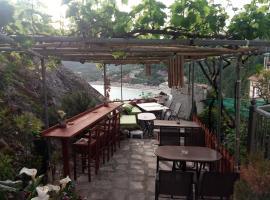 Paraskevi's Luxury Studios, hotel blizu znamenitosti Plaža Valtos, Parga