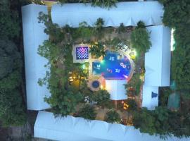Deep Forest Garden Hotel, hotel in Puerto Princesa