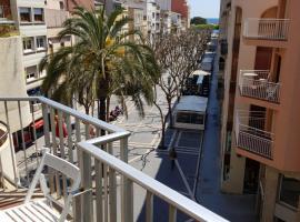 Apartament a la Placeta de Sant Joan 21, 3r, apartment in Sant Feliu de Guíxols