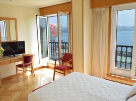 Hotel Cristal 2, hotel in A Coruña