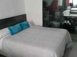 Bed&Breakfast 10 GIRONA, hotel in Girona