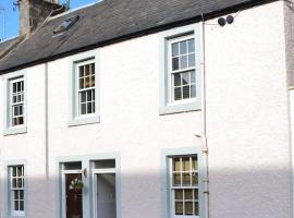 Fishermans flat - River view holiday home, hotel near Broughty Castle, Dundee