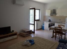 Apartments Denis, hotel near Byblos Club Porec, Poreč