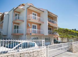 Apartments Nino, hotel near Church of Saint George Perun, Podstrana