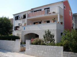 Apartments Magda, hotel in Supetar