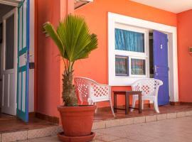 La Madrague-Surf Beach Sea, hôtel à Dakar