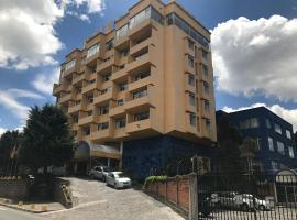 Hotel Savoy Inn, hotel perto de Metade do Mundo, Quito