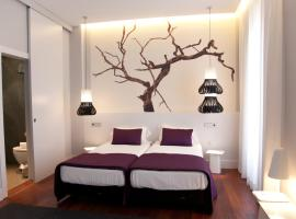 Khu Hotel, hotel near Paseo de los Tristes, Granada