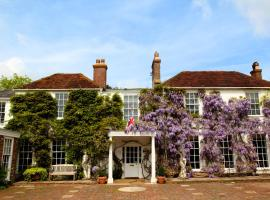 Powdermills Country House Hotel, hotel in Battle