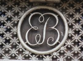 Mas de Bellegou Bed and Breakfast, hotel near Beziers Cap d'Agde Airport - BZR,