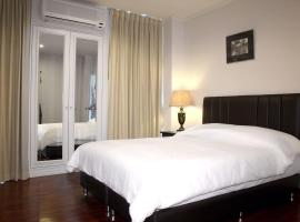 Samsen Suites/ 2 Br Suites for less, apartment in Bangkok