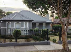 Essendon - home away from home, vila u gradu Melburn