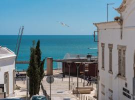 Albufeira Beach Apartment-Medical Assistance-Garage, hotel near Church of Sant'Ana, Albufeira