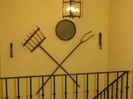 Hotel y apartamentos La Casa Rural, casa rural en Chinchón