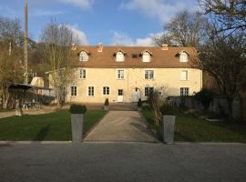Domaine Du Moulin de Champie - Versailles - Gites & Suites, holiday home in Plaisir