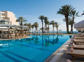 Constantinou Bros Pioneer Beach Hotel, отель в Пафосе