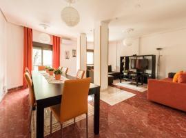 Apartamentos El Rastro, hotel cerca de Puerta de Toledo, Madrid