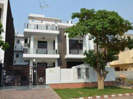 The Abodes House, hotel in Greater Noida