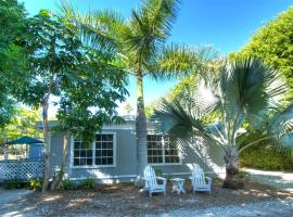 Seahorse Cottages - Adults Only, inn in Sanibel