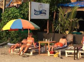 Cocks Town, luxury tent in Arambol