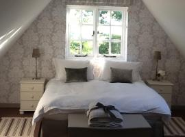 Gardeners Cottage, villa in Crudwell
