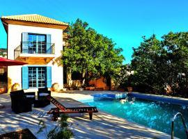 Ammoudara Mediterranean Villa, hotel with pools in Agios Nikolaos