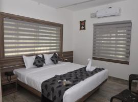 Suroor Tourist Home, family hotel in Virajpet