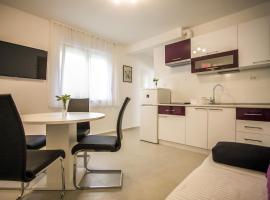 Apartments Lovor, hotel in Split