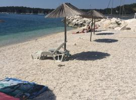 Apartments By The Sea, hotel in Pula