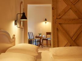 Hotel Residence der bircher, serviced apartment in Campo di Trens