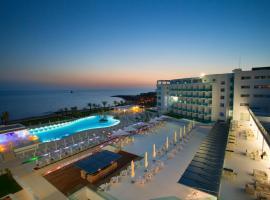 King Evelthon Beach Hotel & Resort, hotel in Paphos