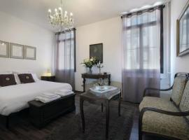 The Palace 5613, guest house in Venice