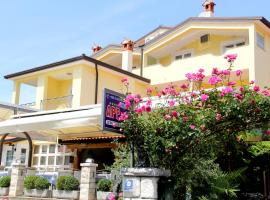 Apartments and Rooms PUNTA, Bed & Breakfast in Umag