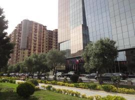 Apartment near Khatai, hotel perto de Centro cultural Heydar Aliyev, Baku