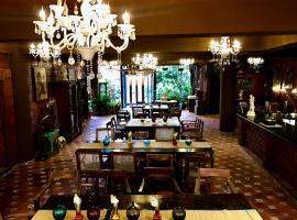 Golden Lotus Bangalore Boutique Suites, B&B in Bangalore