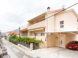 Apartment Gazo, hotel in Trogir