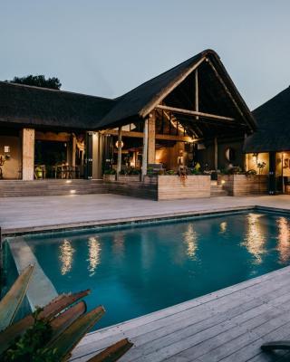 Bukela Game Lodge - Amakhala Game Reserve