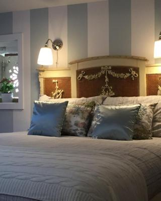 Romantic and Charming Apartments