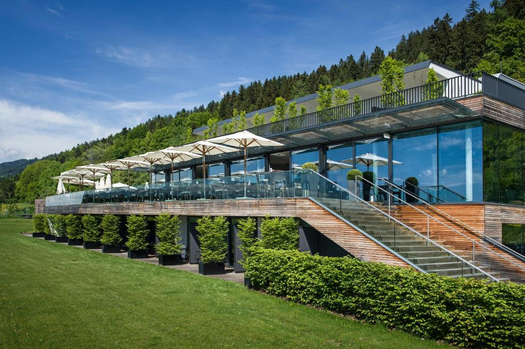A view of the pool at Landhotel Schönberghof & Gästehaus Enzinger or nearby