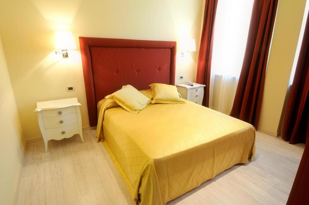 A bed or beds in a room at Residence Diamanterosso