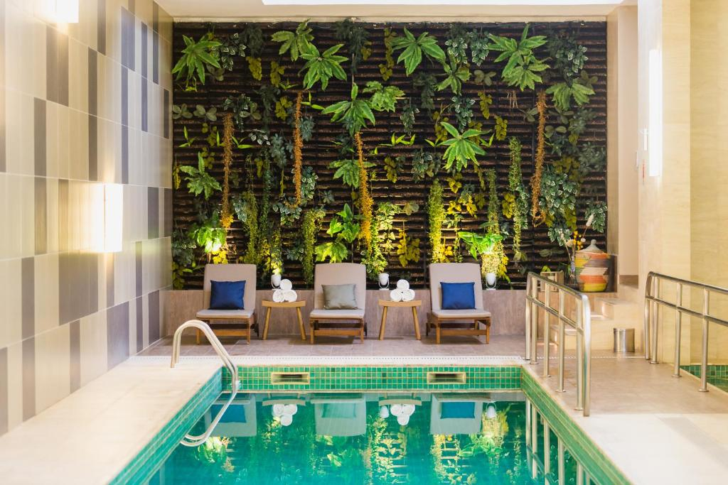 A piscina localizada em Novotel Porto Alegre Airport ou nos arredores