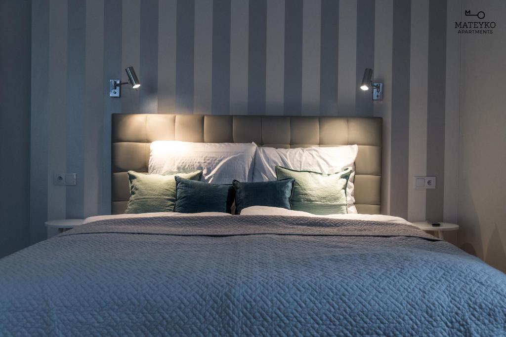 Łóżko lub łóżka w pokoju w obiekcie Mateyko Apartment