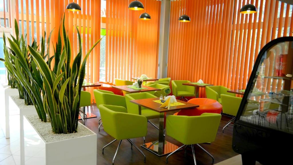 Reštaurácia alebo iné gastronomické zariadenie v ubytovaní Hostel Krakowiak
